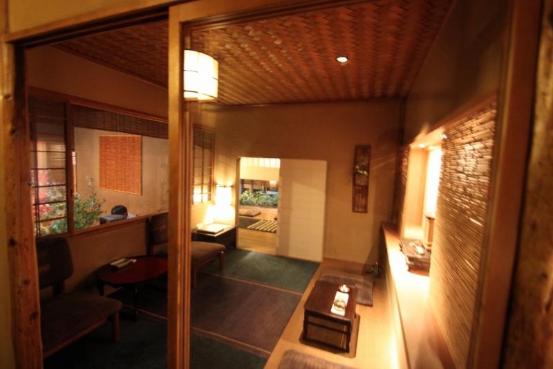 京都-俵屋旅館-ロビー・図書館_a0327716_15060045.jpg