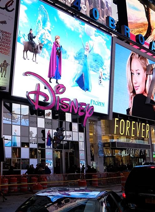 クリスマス前のNYのディズニー・ストアに行ってみました_b0007805_954516.jpg