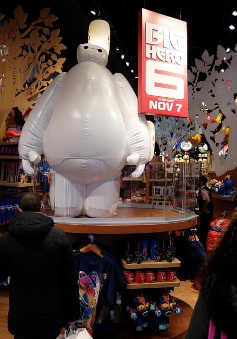クリスマス前のNYのディズニー・ストアに行ってみました_b0007805_96453.jpg