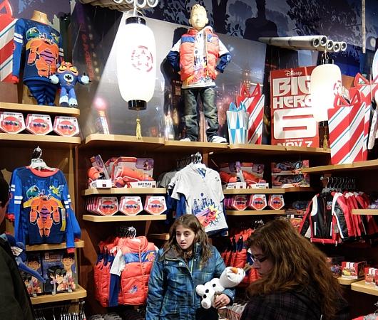 クリスマス前のNYのディズニー・ストアに行ってみました_b0007805_971086.jpg