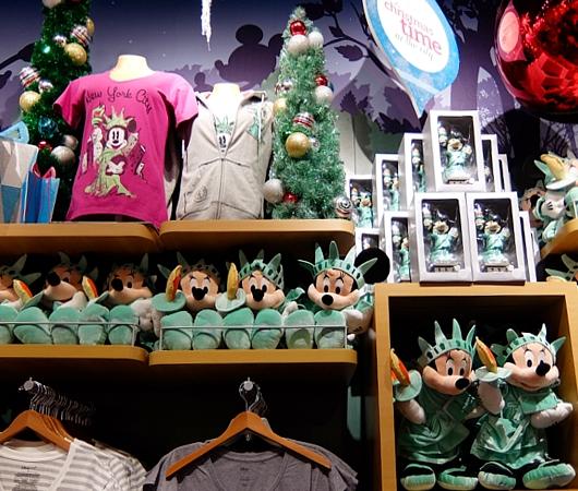 クリスマス前のNYのディズニー・ストアに行ってみました_b0007805_972354.jpg