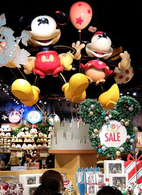 クリスマス前のNYのディズニー・ストアに行ってみました_b0007805_97354.jpg
