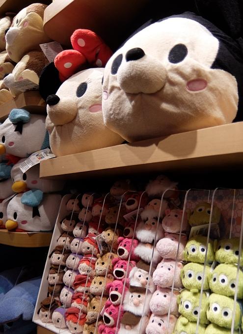 クリスマス前のNYのディズニー・ストアに行ってみました_b0007805_98772.jpg