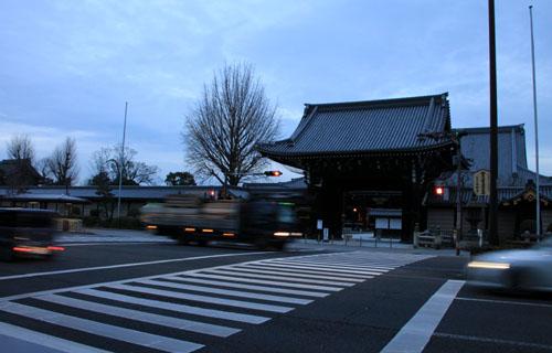 すす払い 東・西本願寺_e0048413_16552554.jpg