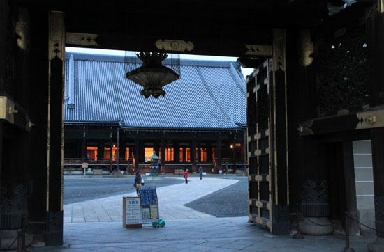 すす払い 東・西本願寺_e0048413_16554778.jpg