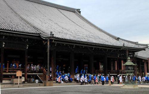 すす払い 東・西本願寺_e0048413_1658385.jpg