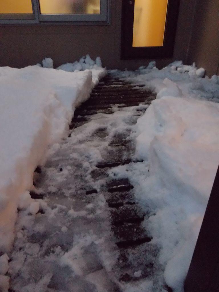 気温が上がり、積雪が下がる_c0025115_21594724.jpg