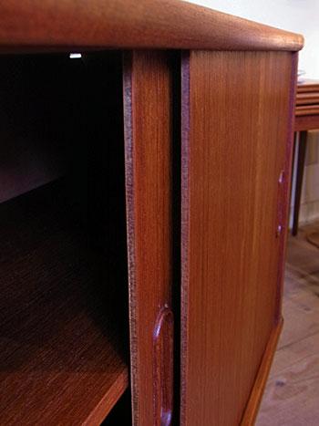 sideboard_c0139773_1833454.jpg