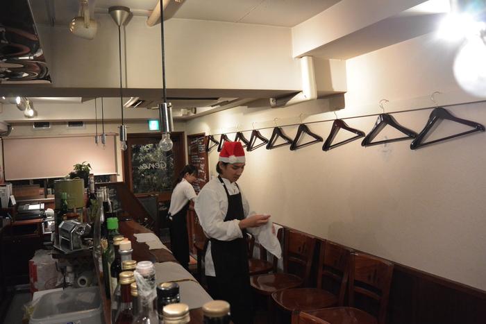 あれ、サンタが片付けしてる・・・クリスマスディナー盛り上がってます!&12月22日(月)のランチメニュー_d0243849_22474149.jpg