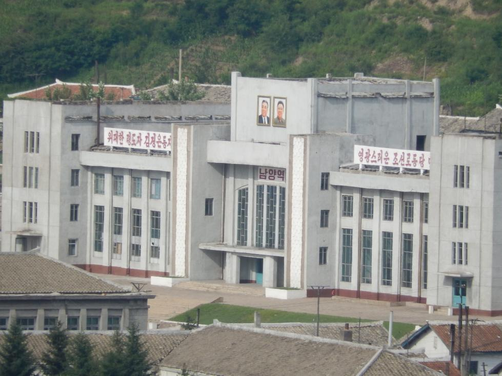図們から対岸の南陽(北朝鮮)の町を眺める_b0235153_14253545.jpg