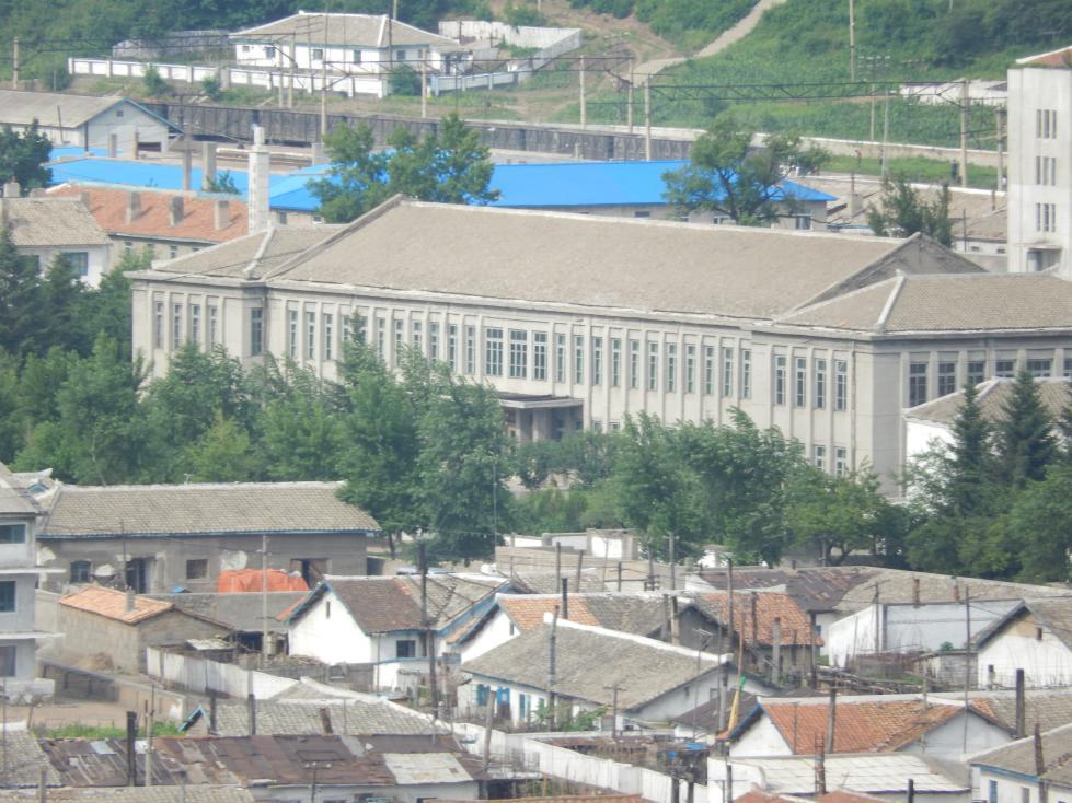 図們から対岸の南陽(北朝鮮)の町を眺める_b0235153_1426983.jpg