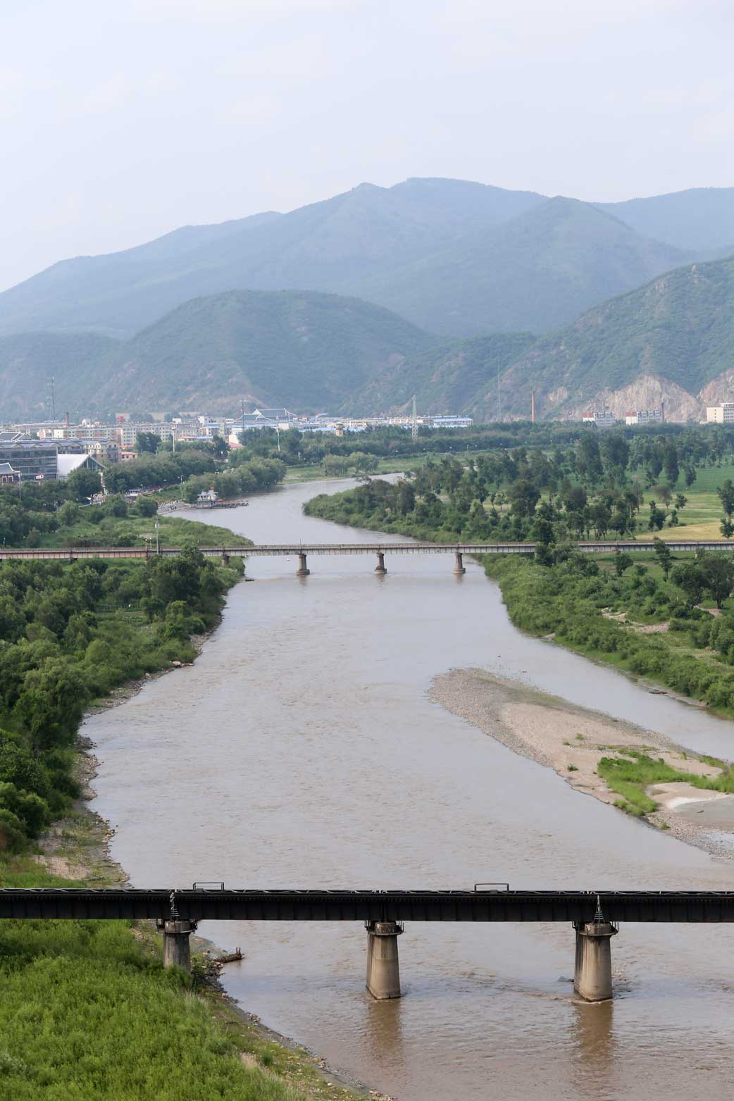 図們から対岸の南陽(北朝鮮)の町を眺める_b0235153_14273888.jpg