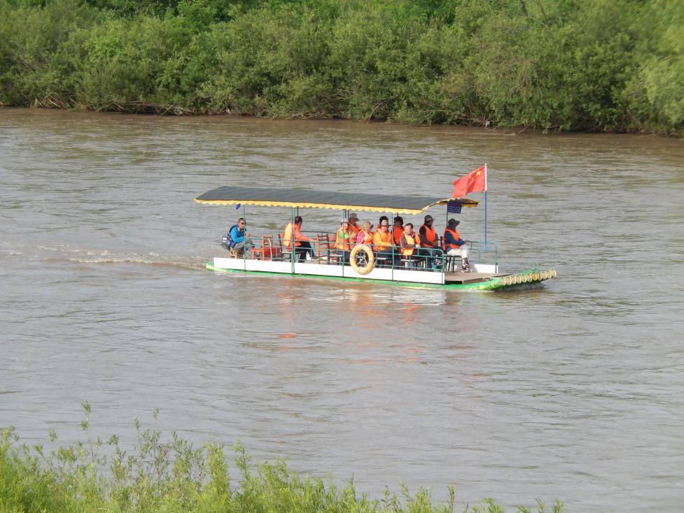 図們江で遊覧ボート乗船。草むらからこちらを覗く北朝鮮兵にドキリ_b0235153_16125858.jpg