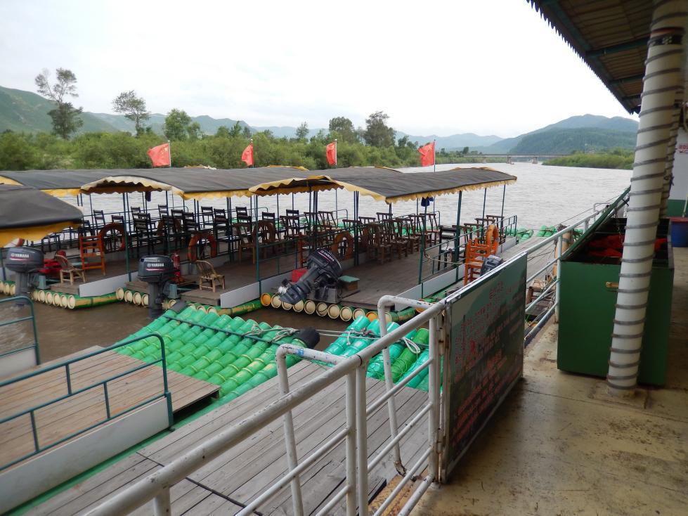 図們江で遊覧ボート乗船。草むらからこちらを覗く北朝鮮兵にドキリ_b0235153_16141110.jpg
