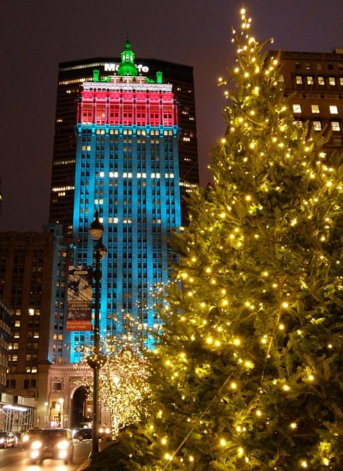 丸ごとクリスマス・ライトアップされるグランドセントラル駅のビル_b0007805_19241776.jpg