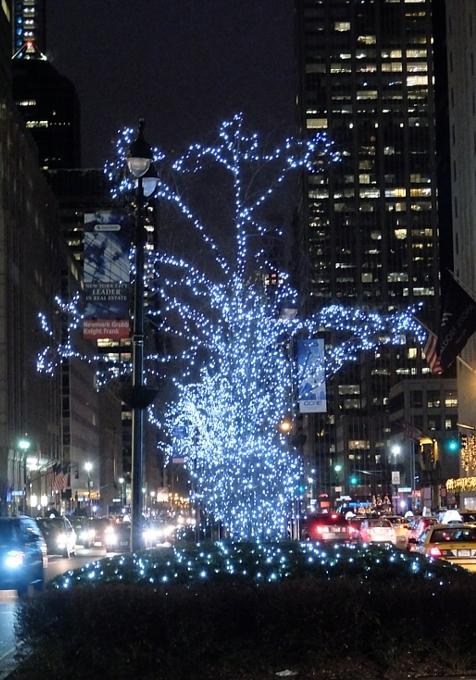 丸ごとクリスマス・ライトアップされるグランドセントラル駅のビル_b0007805_19243189.jpg