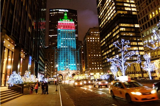 丸ごとクリスマス・ライトアップされるグランドセントラル駅のビル_b0007805_192450100.jpg