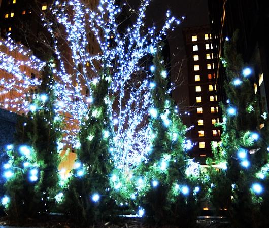 丸ごとクリスマス・ライトアップされるグランドセントラル駅のビル_b0007805_19263025.jpg