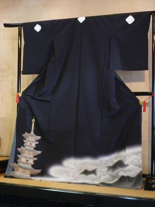 """黒留袖 """"古都の塔""""    <東京染めの着物>_d0159384_11433781.jpg"""