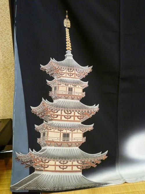 """黒留袖 """"古都の塔""""    <東京染めの着物>_d0159384_11441087.jpg"""