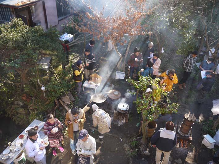 台峯の麓、カッちゃん邸餅つき大会に参加者110人:12・23_c0014967_21305383.jpg