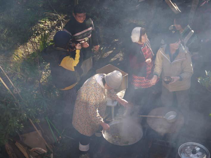 台峯の麓、カッちゃん邸餅つき大会に参加者110人:12・23_c0014967_21321333.jpg