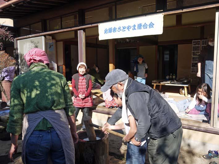 台峯の麓、カッちゃん邸餅つき大会に参加者110人:12・23_c0014967_21333750.jpg