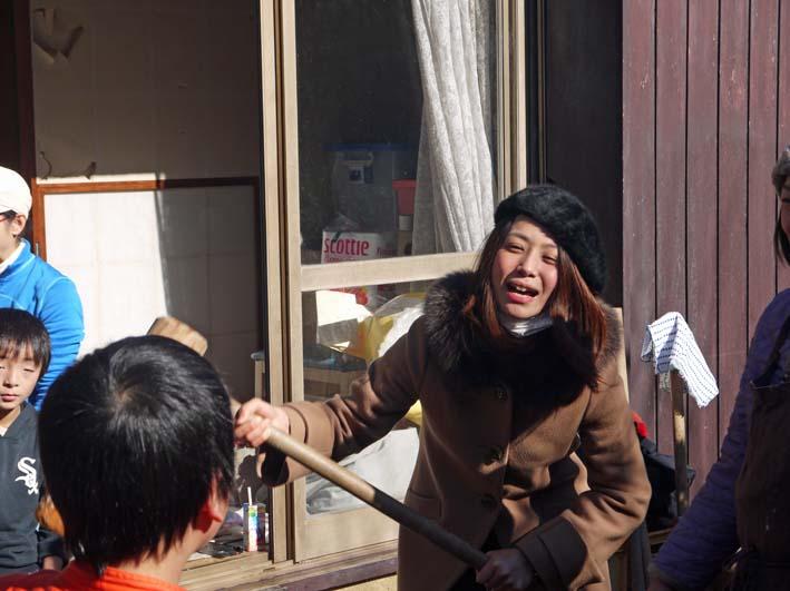 台峯の麓、カッちゃん邸餅つき大会に参加者110人:12・23_c0014967_21362738.jpg