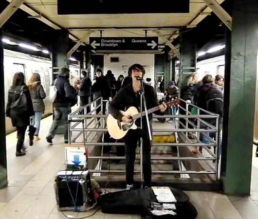 """地下鉄ホームで、アリシア・キーズ(Aicia Keys)さんの\""""No One\""""_b0007805_23355587.jpg"""