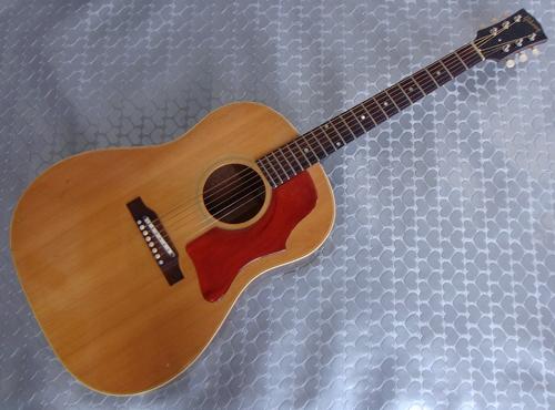 セラミック・サドル搭載「\'66年製 Gibson J-50」が入荷!_e0053731_15585418.jpg