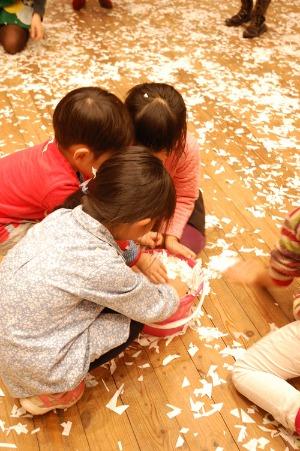 ワークショップ 季節の創作[白いおうちの冬ごっこ-紙をつかってつくって遊ぶ-]を開催しました_c0222139_14582690.jpg