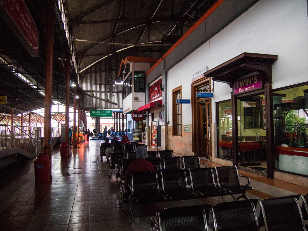 """2014ジャワ島バリ島シンガポールvol.6~バティックの街""""ソロ""""へ鉄道旅~_f0276498_18082684.jpg"""