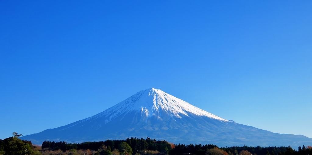 雪をかぶった富士山_b0083801_20222940.jpg