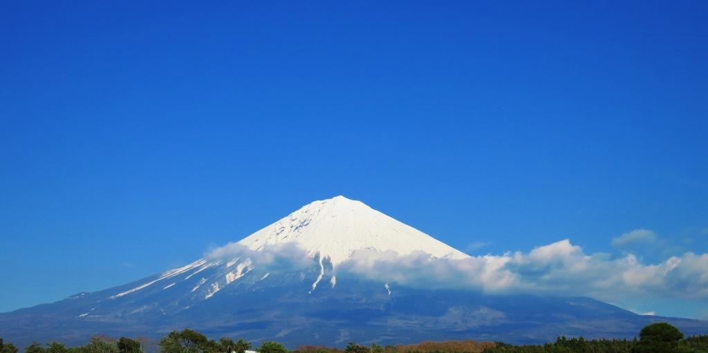 雪をかぶった富士山_b0083801_20250720.jpg