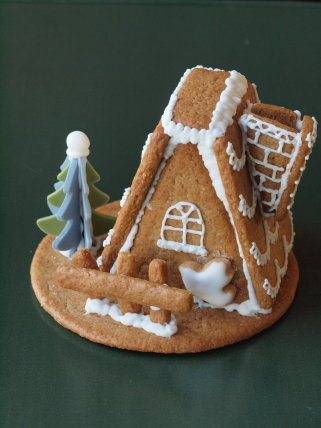 苺のクリスマスケーキ +ヘクセンハウス_b0254207_19471757.jpg