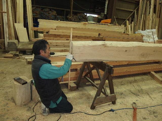 川井の家 大工の墨付けが進行中。_f0105112_6345725.jpg