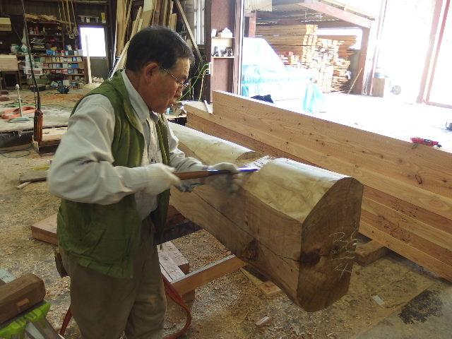 川井の家 大工の墨付けが進行中。_f0105112_6382810.jpg