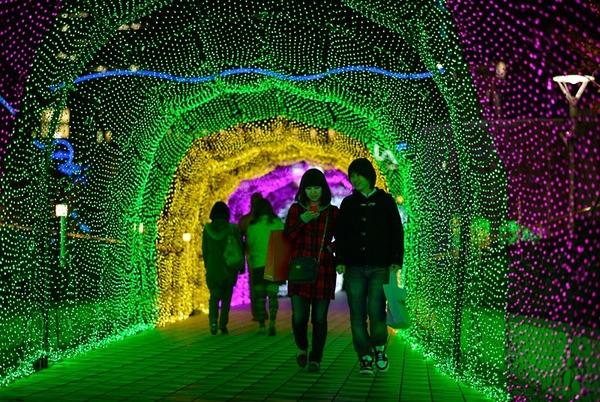 高輝度発光ダイオード発明の国、日本のクリスマスイルミネーションがすごい!_e0171614_2223552.jpg