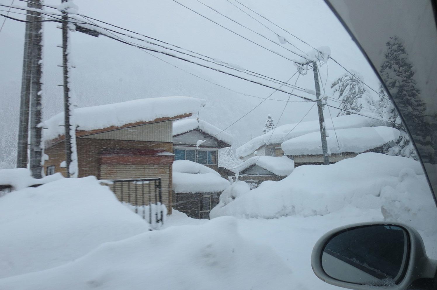 吹雪の中 山形県金山町行き_e0054299_17403013.jpg