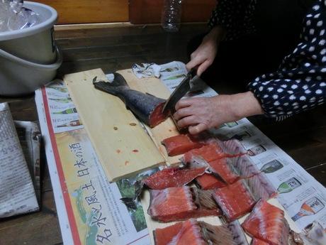 塩鮭を切る・マーマレード2号_a0203003_14424964.jpg