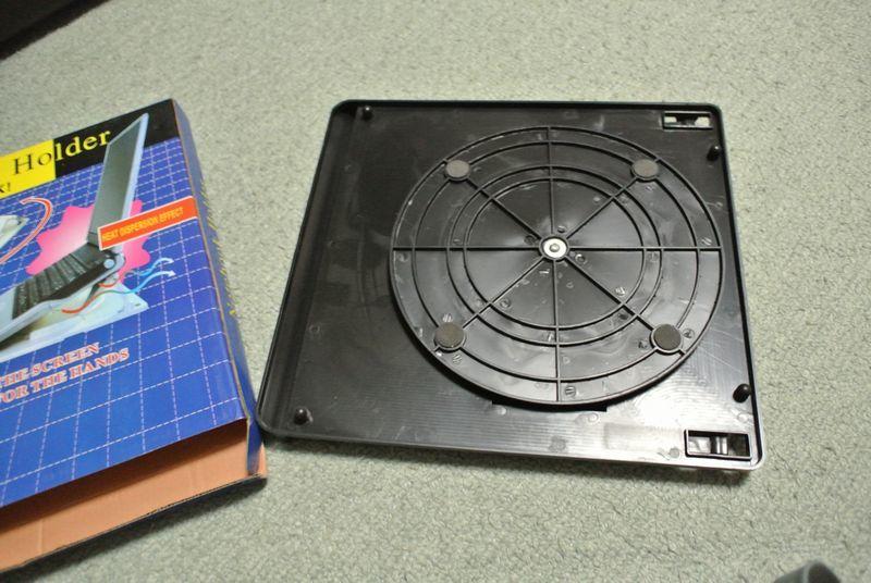 ノートパソコンに傾斜をつける台がとても快適!_e0089232_16145263.jpg