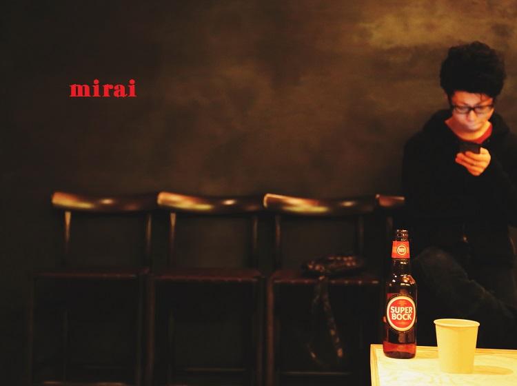 ビールと黒い漆喰壁 _e0241944_16145271.jpg