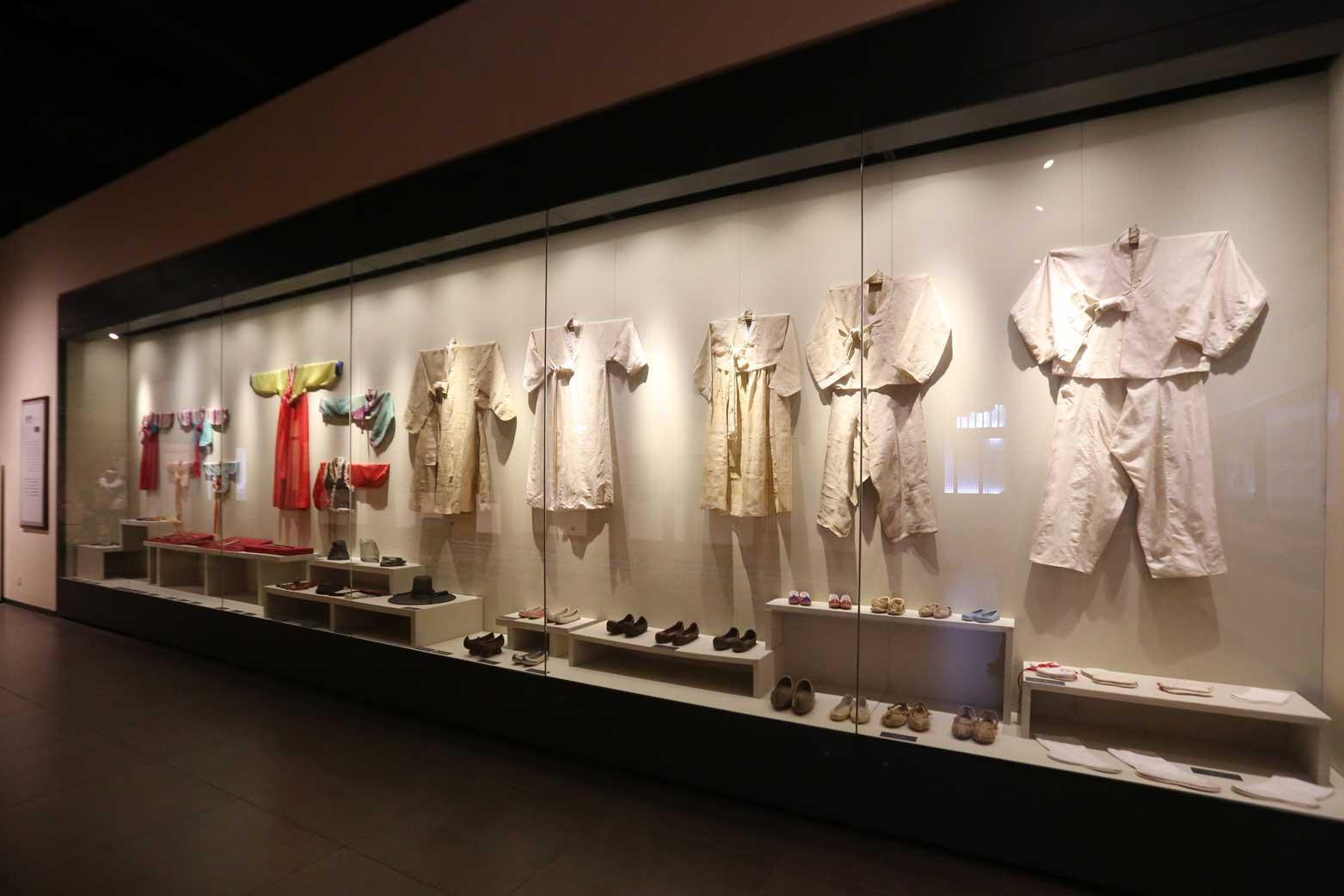 延辺朝鮮族自治州60周年にできた延辺博物館と朝鮮族の冷めた関係_b0235153_1123913.jpg