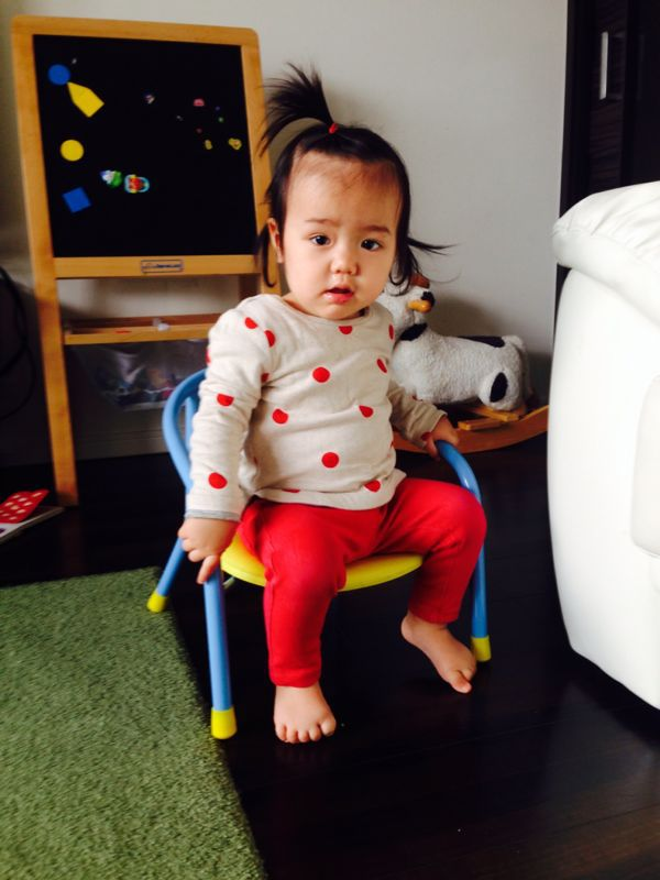 みつき1歳2ヶ月、立ちました!_e0253026_23411479.jpg