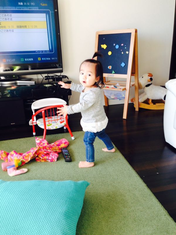 みつき1歳2ヶ月、立ちました!_e0253026_23411524.jpg