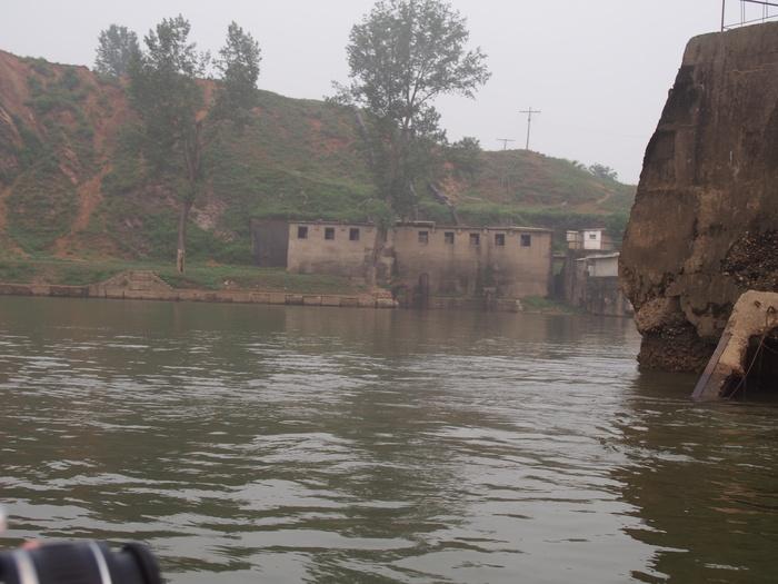 いま中朝国境で最もスリリングな遊覧ボートの旅(天逸埠頭)_b0235153_17111019.jpg