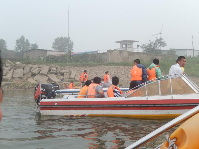 いま中朝国境で最もスリリングな遊覧ボートの旅(天逸埠頭)_b0235153_17122135.jpg