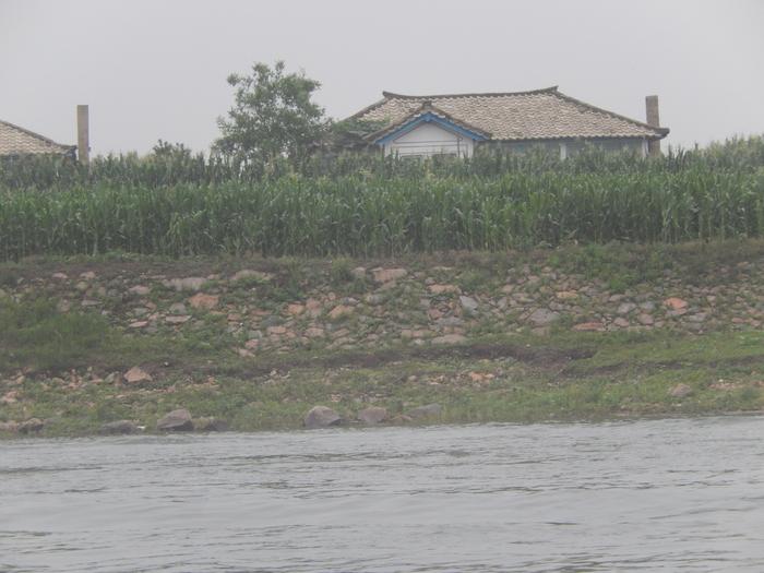 いま中朝国境で最もスリリングな遊覧ボートの旅(天逸埠頭)_b0235153_1713373.jpg
