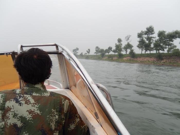 いま中朝国境で最もスリリングな遊覧ボートの旅(天逸埠頭)_b0235153_1713579.jpg