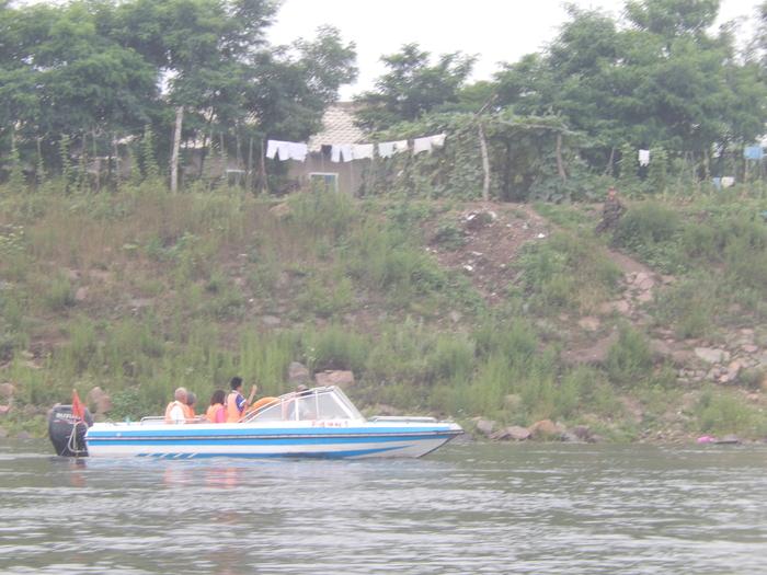 いま中朝国境で最もスリリングな遊覧ボートの旅(天逸埠頭)_b0235153_1714177.jpg